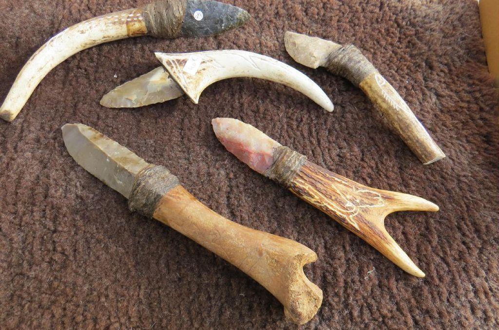 Couteaux manche en os ou en bois de cervides